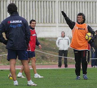 Gorosito da instrucciones a sus jugadores durante un entrenamiento del Xerez.