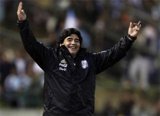 Maradona celebra el triunfo ante Jamaica.