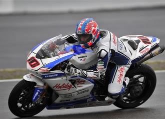 Fonsi Nieto durante una carrera de Superbikes