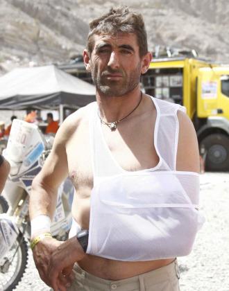Pellicer con el brazo en cabestrillo tras su fuerte ca�da en el Dakar.