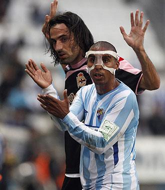 Juan Rodr�guez y Mtiliga reclaman una jugada