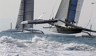 Oracle y Alinghi, durante la primera regata