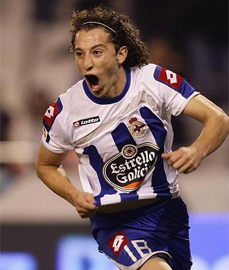 Guardado celebra un gol con el Depor