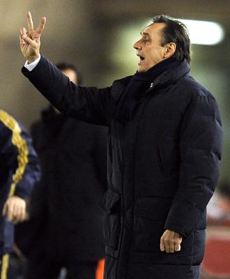 Miguel �ngel Portugal da instrucciones durante un partido