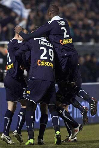 Los jugadores del Burdeos celebran uno de sus goles frente al St Etienne.