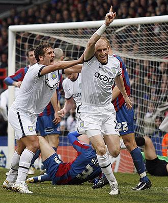 Collins, autor del primer gol del Aston Villa.