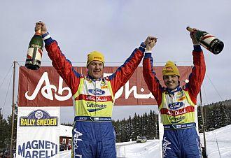 Hirvonen -izquierda- celebra su victoria en Suecia