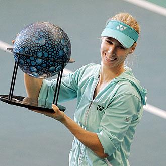 Dementieva alza su trofeo de ganadora en Par�s