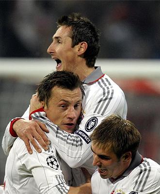 Miroslav Klose celebra su gol con Olic y Lahm