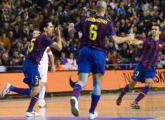El Bar�a celebra un gol