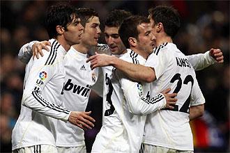 Los jugadores del Real Madrid celebran uno de los seis goles que le endosaron al Villarreal