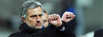 Mourinho, gesticulando
