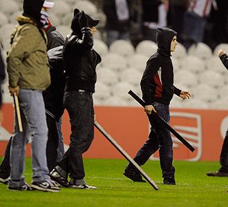 Aficionados del Anderlecht, en el partido de ida en San Mam�s.