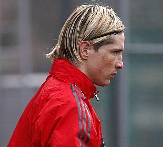 Torres, serio durante un entrenamiento del Liverpool