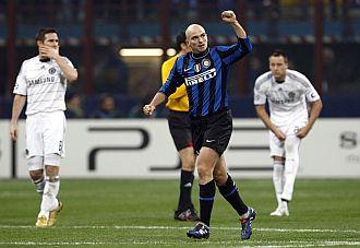 Cambiasso logr� el gol del triunfo del Inter de Mil�n.
