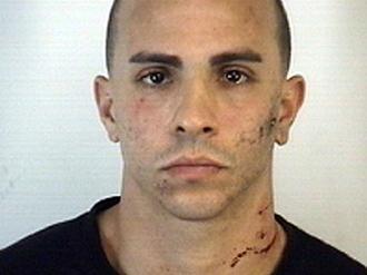 Foto de la ficha de Carlos Arroyo tras su detenci�n.