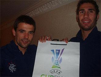Carlos Cu�llar y Nacho Novo antes de jugar la final de la UEFA con el Rangers.