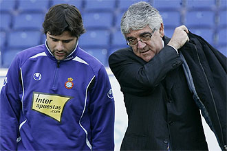 Danuiel S�nchez Llibre charla con Mauricio Pocchetino con motivo de la foto oficial del Espanyol