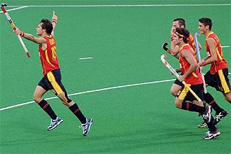 Rodrigo Garza, a la izquierda de la imagen, celebra su gol contra Sud�frica