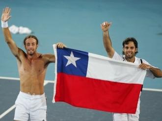 Fernando Gonz�lez y Nicol�s Mass� en un partido con Chile.