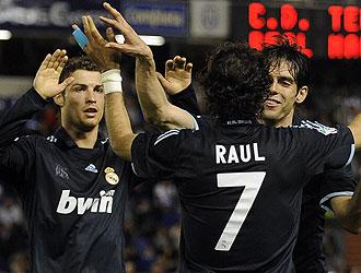 Ronaldo, Kaka y Ra�l celebrando un gol en el �ltimo partido en Tenerife.