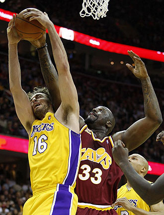 Gasol y O'Neal, en un lance del �ltimo Lakers-Cavaliers.