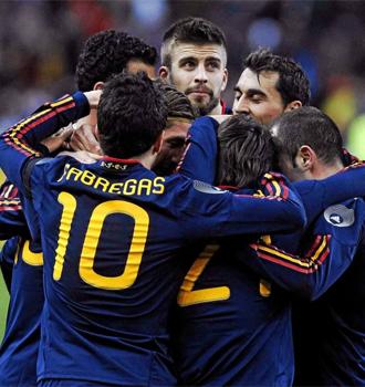 La selecci�n celebra un gol ante Francia.