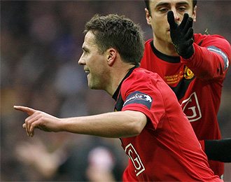 Owen se lesion� en la final de la Carling, donde anot� un gol.