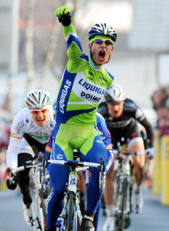 Peter Sagan celebrando su victoria de etapa.