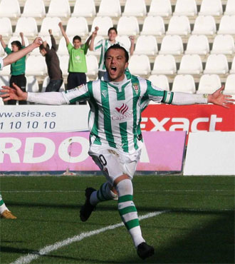 Pepe D�az celebra su gol