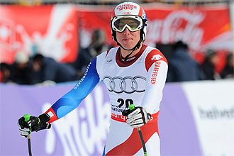 Carlo Janka sonríe tras imponerse en el descenso de Garmisch-Partenkirchen