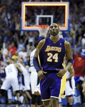 Kobe se lamenta tras fallar el tiro decisivo ante los Magic.
