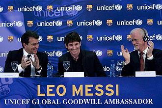 Messi y Laporta en el acto de presentaci�n del argentino como embajador de Unicef