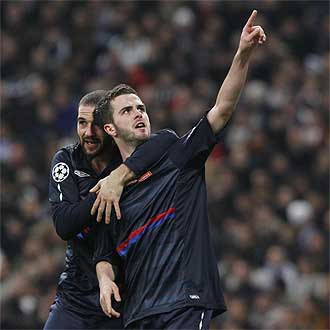 Pjanic celebra su gol con Lisandro L�pez.