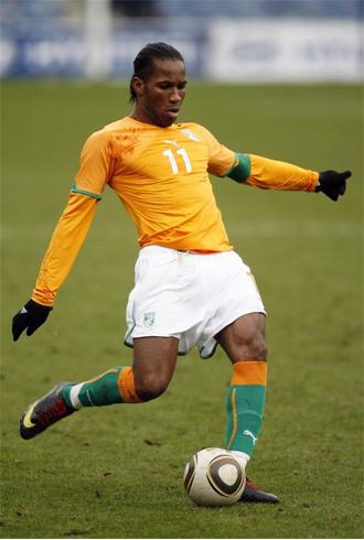 Drogba, en acci�n con la selecci�n de Costa de Marfil.