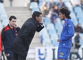 Míchel habla con Parejo en la banda