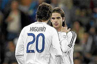 Higua�n y Gago, durante un partido la temporada pasada
