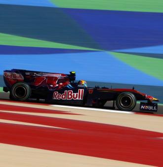 Jaime Alguersuari, a los mandos de su monoplaza Toro Rosso en Sakhir