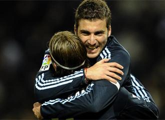 Ramos se abraza a Higua�n