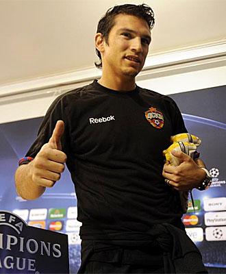 Mark Gonz�lez, tras la rueda de prensa previa al partido con el Sevilla