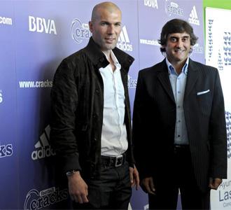 Zinedine Zidane y Enzo Francescoli, durante el acto.