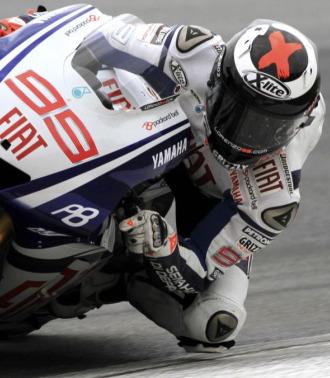 Lroenzo rueda con su Yamaha en un test de Sepang