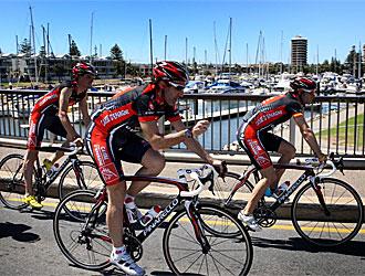 Luis Le�n S�nchez, Chente Garc�a y Valverde ruedan en Australia.