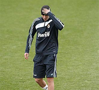 Benzema, en un entrenamiento del Madrid.