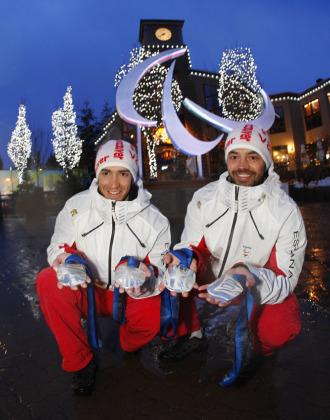 Jon Santacana y Miguel Galindo posan con su segunda medalla de plata en los Juegos Paral�mpicos de Vancouver