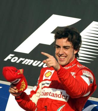 Fernando Alonso, en el podio de Sakhir