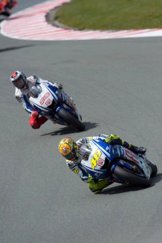 Lorenzo y Rossi, en plena competición