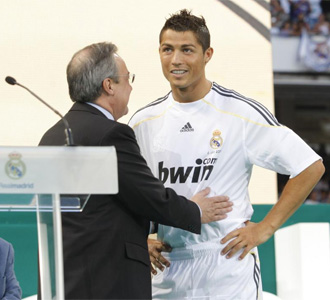 Cristiano Ronaldo y Florentino P�rez, en la presentaci�n del portugu�s.