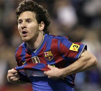 Messi celebra uno de los goles en La Romareda