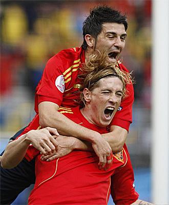Villa y Torres celebran un gol en la Eurocopa'08